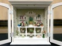 Carole Ann Davis created this floral roombox.