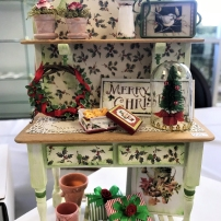 Carlene Brown offered this seasonal sideboard at a MiniCals workshop.